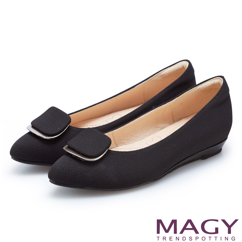【MAGY】OL通勤專屬 造型方釦尖頭平底鞋(黑色)
