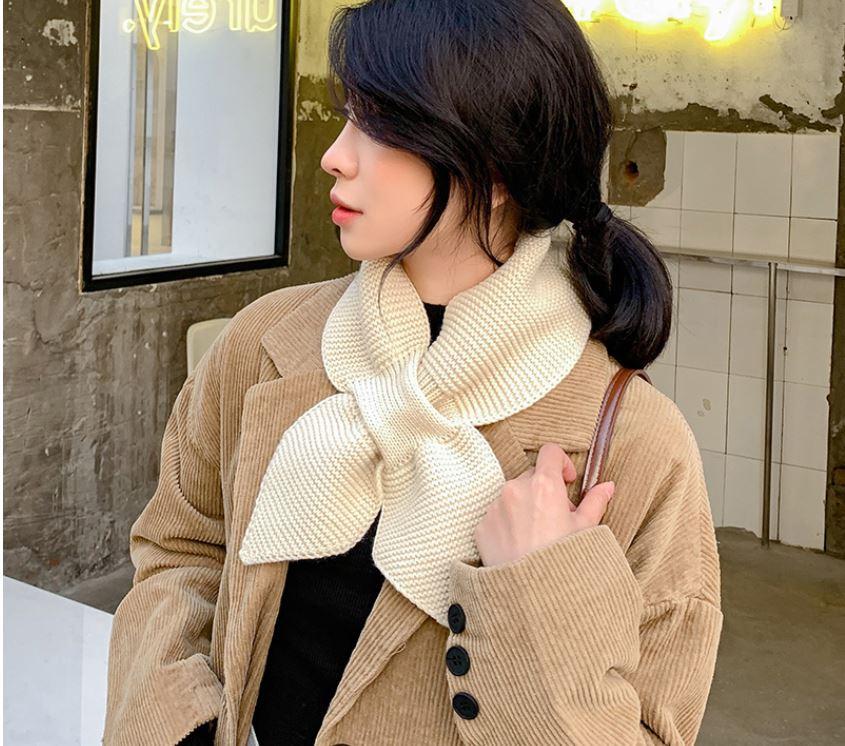 【梅迪亞】冬季保暖波浪紋交叉領巾-米白色