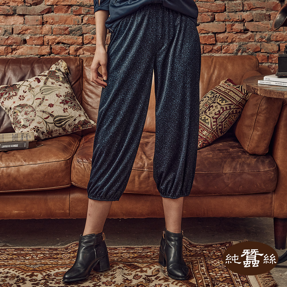 【岱妮蠶絲】印花縮口蠶絲休閒褲(抽象丈青紋)