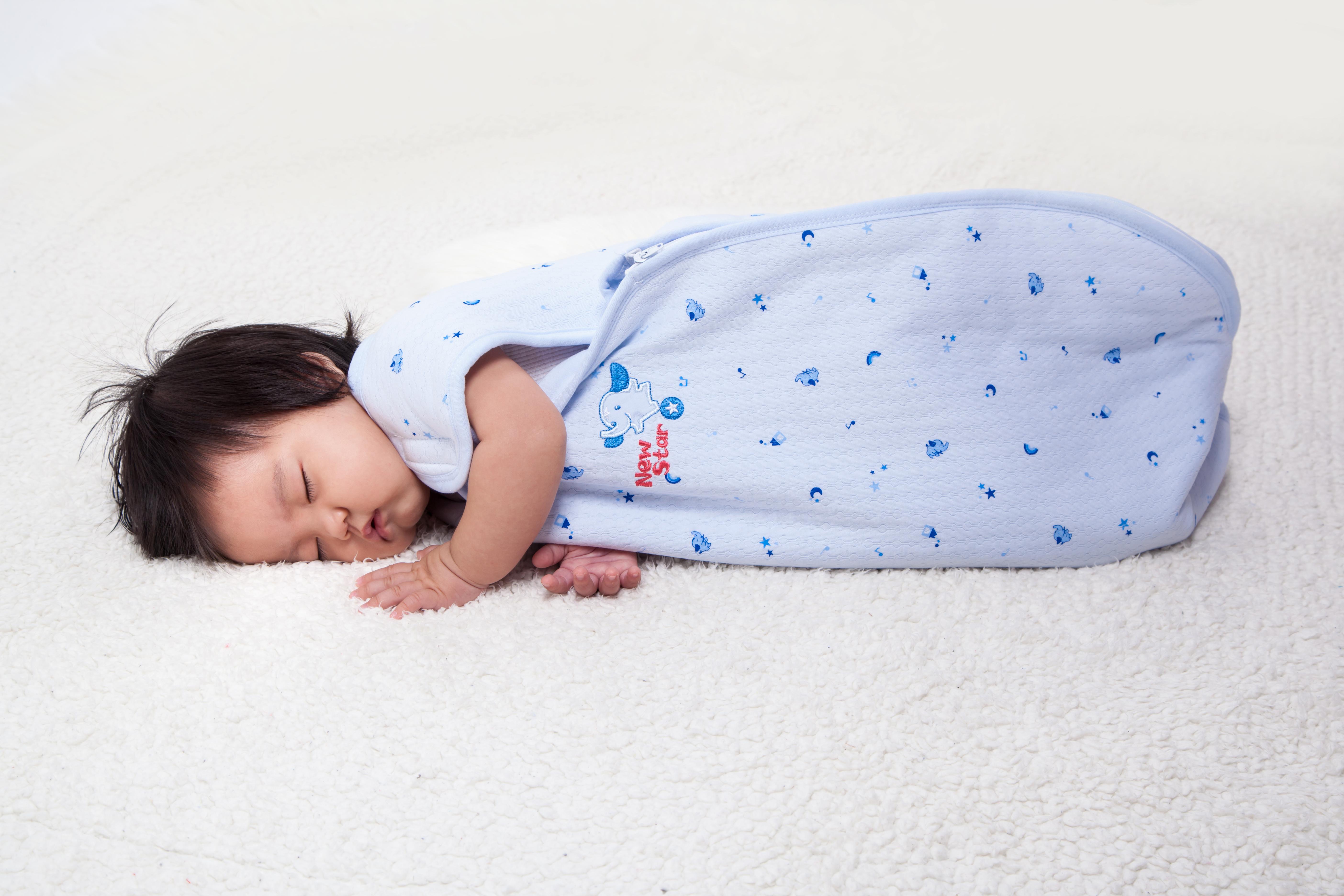 睡袋側邊下擺可隨天候冷暖
