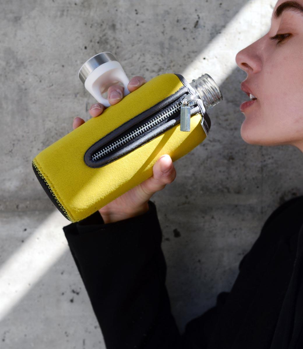 SIGG STELLA 系列 Neoprene 黃色潛水布套實驗室級玻璃水壺
