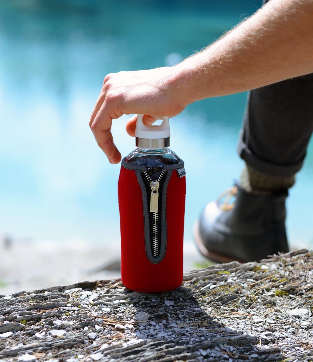 SIGG STELLA 系列 Neoprene 紅色潛水布套實驗室級玻璃水壺